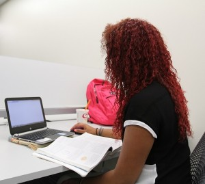 Student working in MSL-Collaboration Commons