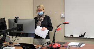 PHOTO: Female trainer demonstrating HyFlex technologies in Turlington 007